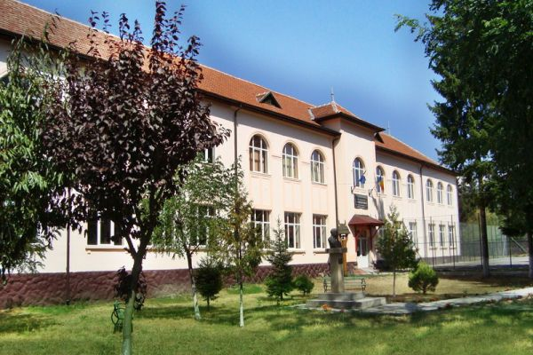 gelencei-jancso-benedek-iskola-scoala-cu-clasele-i-viii-ghelinta9C345910-628F-7F21-CDE4-DB514677345D.jpg