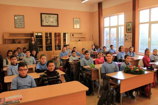 gelencei-jancso-benedek-altalanos-iskola-v-a-osztaly-2016-2017-2FCBEEC71-F37E-80BF-107D-7FB8A239E63E.jpg