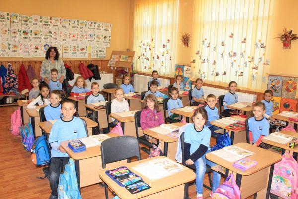 gelencei-jancso-benedek-altalanos-iskola-i-a-osztaly-2016-2017-2E6DFF90D-F3A9-2D6C-A074-B4947A554E97.jpg