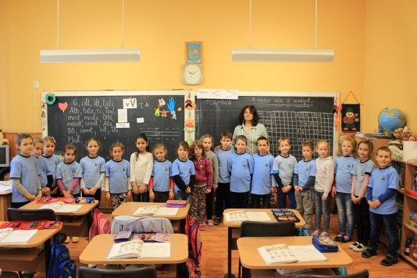 gelencei-jancso-benedek-altalanos-iskola-i-a-osztaly-2016-2017-60070ED55-31CC-16FE-3E2D-778288320D10.jpg