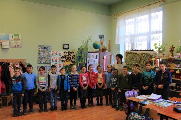 gelencei-jancso-benedek-altalanos-iskola-iii-b-osztaly-2016-2017-249269F53-DDD4-9014-AA74-86886DD7E205.jpg