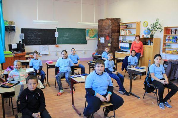 gelencei-jancso-benedek-altalanos-iskola-iv-a-osztaly-2016-2017-412CABAC9-D4D0-877E-D9DE-799B87628D71.jpg